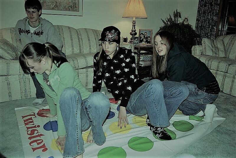 Pessoas jogando Twister