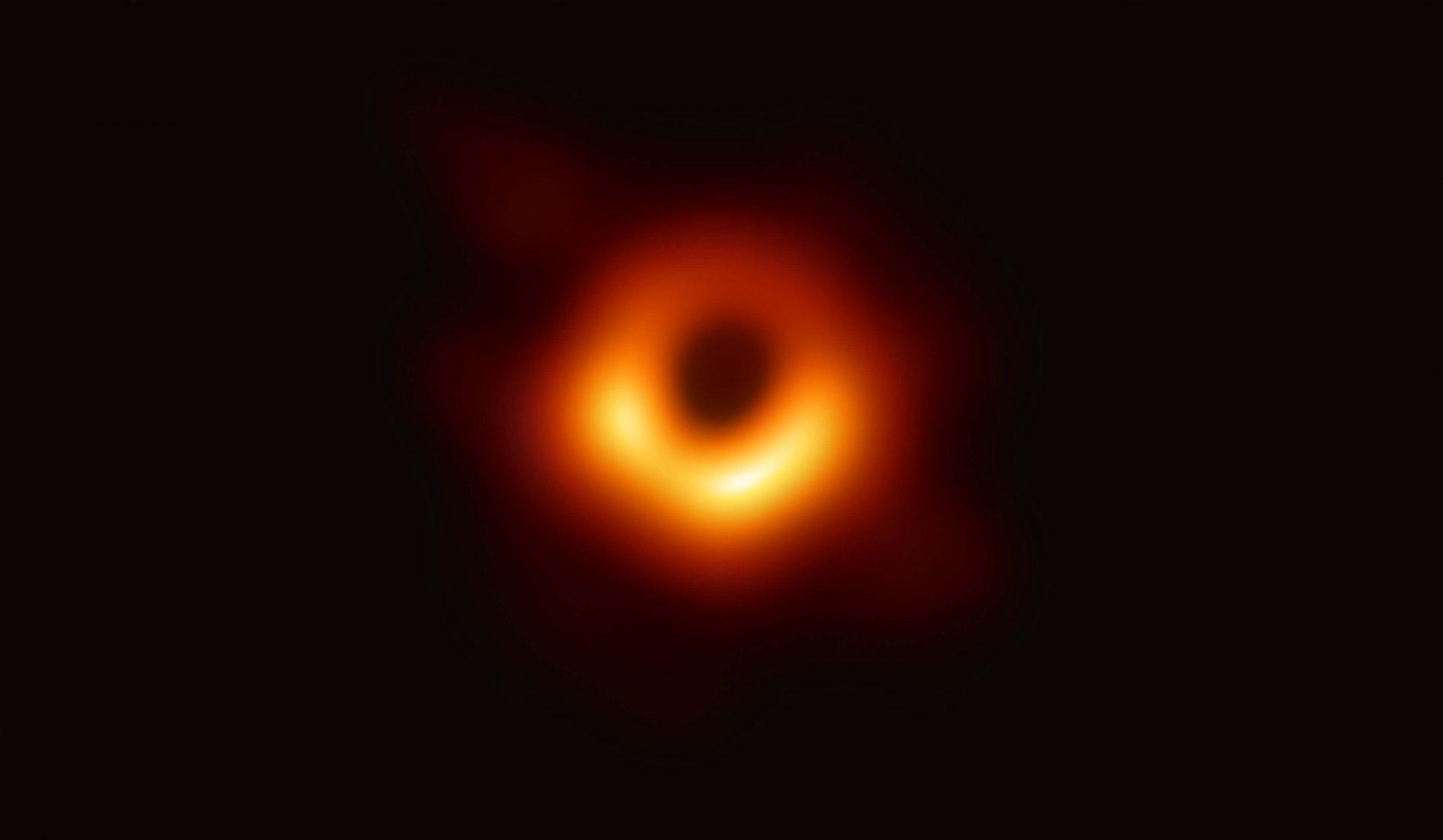 A primeira foto de um buraco negro